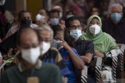 Vaksinasi kelompok lansia di Kota Palembang jemput bola