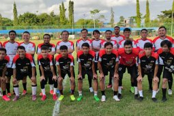 Wali Kota Makassar bersama pemain PSM meriahkan laga amal Palestina