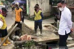 Ratu Dewa: Pemkot Palembang turunkan tim awasi saluran air berfungsi baik