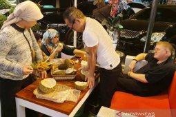 "Buah durian Lahat 'banjiri"" pasar Kota Palembang"