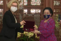 "Soekarno, Megawati, dan penghargaan ""Order of Friendship""  dari Rusia"