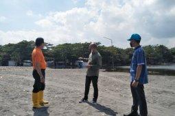 Dispar Mataram segera mengevakuasi lapak PKL terdampak banjir rob