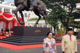 Megawati-Prabowo resmikan patung Bung Karno sedang menunggang kuda thumbnail