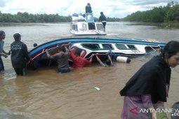 Kapal terbalik, lima penumpang tewas