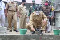 Pemkab Kulon Progo menyalurkan bantuan bedah rumah di Galur dan Lendah