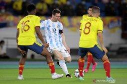 Kebobolan di menit akhir, Argentina berbagi poin dengan Kolombia