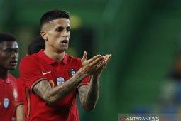 Positif COVID-19, Joao Cancelo dicoret dari skuat Portugal di Euro thumbnail