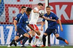 Kemenangan Slovakia atas Polandia diwarnai kartu merah dan gol bunuh diri