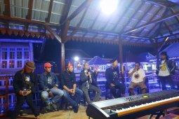"""Seniman Palembang gelorakan semangat """"Big Bang"""""""