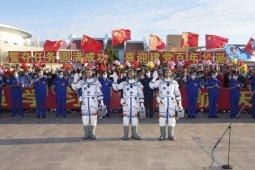 Tiga astronot China dilepas dari Jiuquan thumbnail