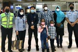 Satu keluarga pencari suaka asal Sudan dipindahkan dari Makassar ke Rudenim Jakarta