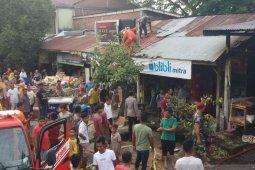 Bangunan berkontruksi kayu terbakar di Indrapuri Aceh Besar thumbnail