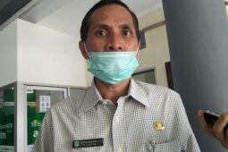 Tangani genangan air, PUPR Mataram membuat saluran pembuangan