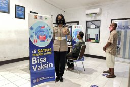 Polres Lombok Timur menambahkan fasilitas vaksin di layanan SIM