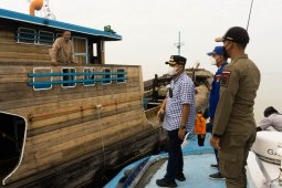 Kapal pengangkut sembako  tujuan Dabosingkep  tertahan di Sungai Batanghari