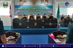 Bupati Pesisir Barat serahkan Raperda pertanggungjawaban pelaksanaan APBD 2020