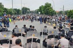 Massa Rizieq Shihab tinggalkan flyover Pondok Kopi thumbnail