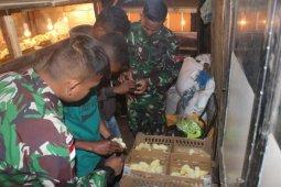 Satgas Pamtas RI-Timor Leste latih warga ternak ayam