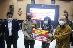 Polisi tangkap anak Akidi Tio setelah cek sumbangan Rp2 triliun kosong