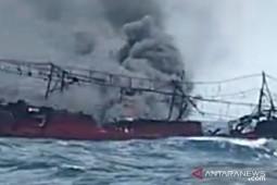 Puluhan ABK belum diketahui nasibnya setelah kebakaran KM Hentri, intensifkan pencarian