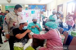 Vaksinasi massal pesantren dan madrasah bantu percepat 'herd immunity' di Kalteng