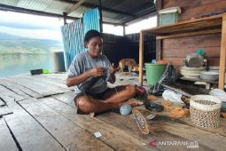 Visiting Asei Village, the home of bark craftsmen in Papua