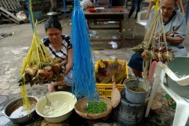 Kota Singkawang bagikan 50.000 kue bacang kepada masyarakat