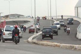 Pengendara motor menggagalkan aksi  bunuh diri wanita muda
