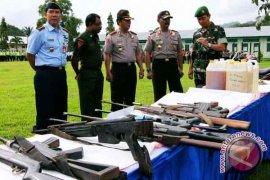 Polisi Sweeping Senjata di Portho dan Haria