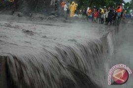 Banjir lumpuhkan akses sembilan desa di Lahat