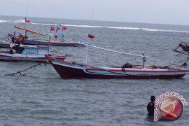 Ratusan Nelayan Bengkulu Tunda Melaut Akibat Badai