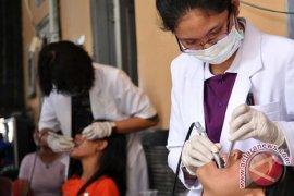 Ilmuwan Jepang kuliahi dokter gigi se-Surabaya