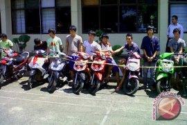 Sepeda motor anggota TNI-AL raib diembat maling