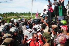 Petani Ogan Ilir lanjutkan unjuk rasa