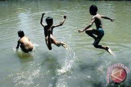"""Warga mandi """"balimau"""" menjelang ramadhan"""