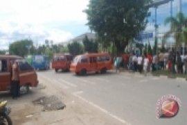 Sopir Angkot di Samarinda Blokir Jalan Protokol