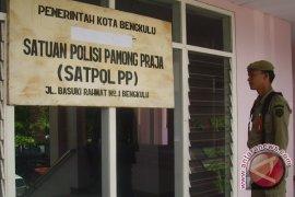Satpol PP ancam pecat personel terima suap