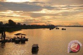 Air Sungai Batanghari naik warga  diminta waspada