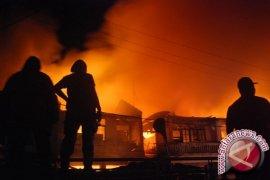Pengunjuk rasa Kyrgyztan ambil alih, bakar kantor pusat pemerintahan