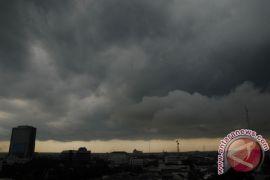 BMKG prediksi hujan lebat disertai petir melanda sejumlah wilayah di Sumut