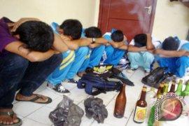 Delapan remaja ini pesta miras