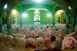 Dua desa muslim di Leihitu menunaikan puasa lebih dulu