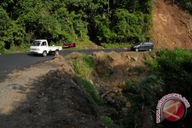 Legislator: Perbanyak tanda peringatan rawan longsor