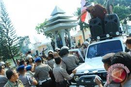 Supir  truk  demo tolak pemberlakukan  bbm industri