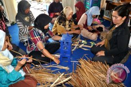 Pasar Kerajinan Eceng Gondok Diharapkan Cerah