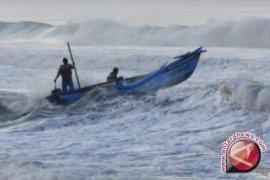 Nelayan Sungailiat tunda melaut akibat gelombang tinggi