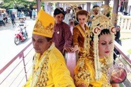 BKKBN: Tradisi Kawin Massal Picu Pernikahan Dini