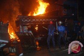 Kebakaran Hanguskan Puluhan Kios Pasar Segiri Samarinda
