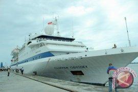"Kapal pesiar ""Silver Shadow"" sandar di Surabaya"