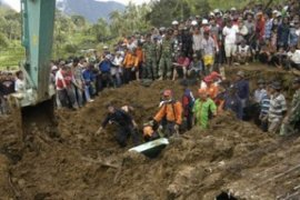 Dua Korban Longsor Agam Dimakamkan di Medan